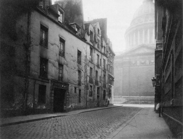 atget_-eugene_coin_de_la_rue_valette_et_pantheon_1925