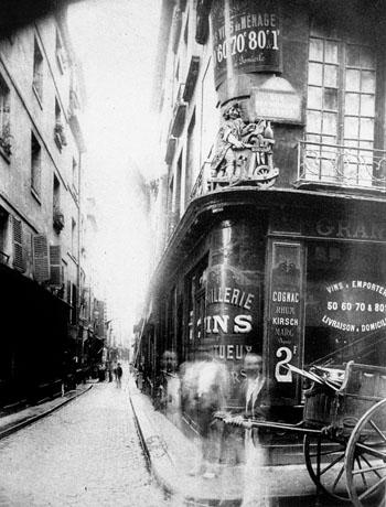 atget_-eugene_rue_des_nonnains_dhyeres_1900